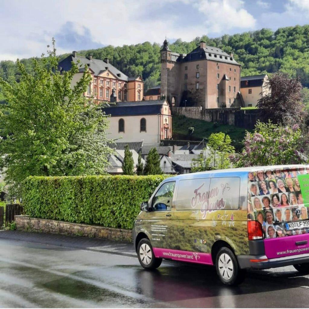 FrauenPowerbus